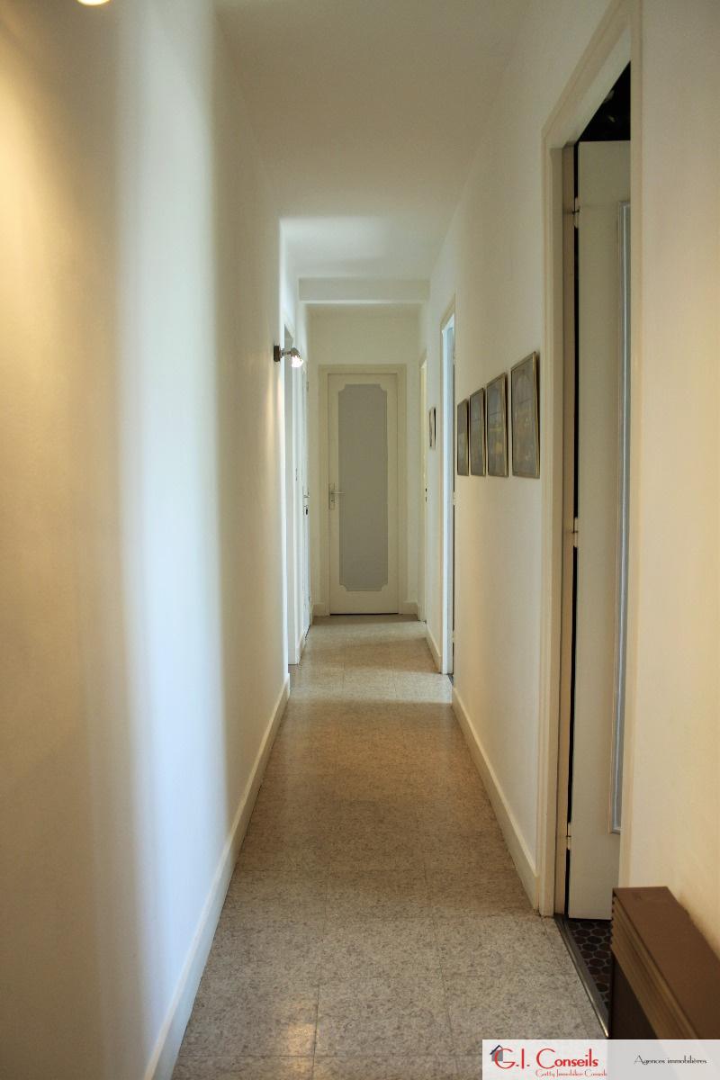 vente maison familiale de 6 chambres. Black Bedroom Furniture Sets. Home Design Ideas