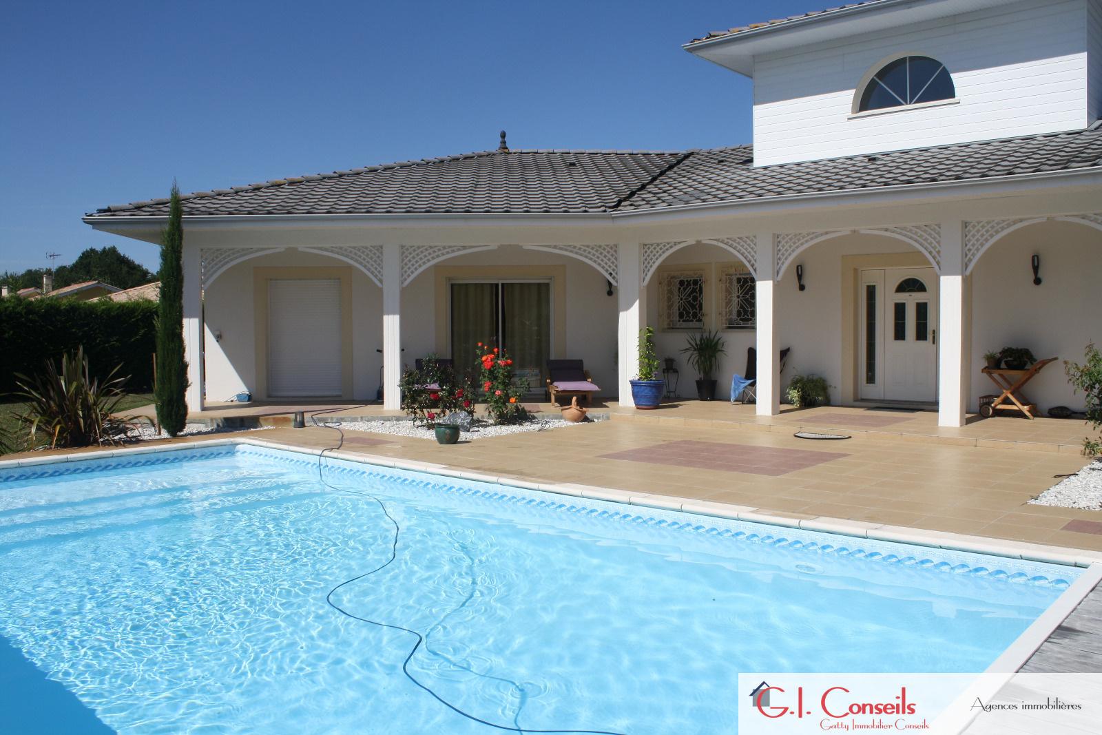 Vente andernos contemporaine de 4 chambres et piscine for Piscine andernos
